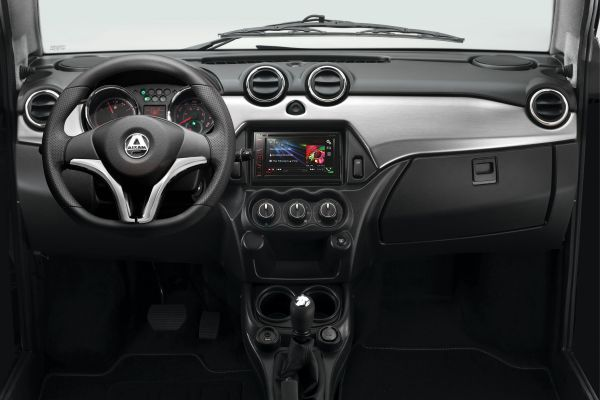 Minicar AIXAM Coupé Cruscotto con inserto decorativo in alluminio satinato